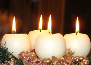 800px-Christmas_decorations_(2)